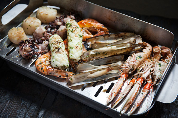 Remove the grill topper from the grill and place it over its ideal partner, the Everyday Roasting Dish; ready to serve!