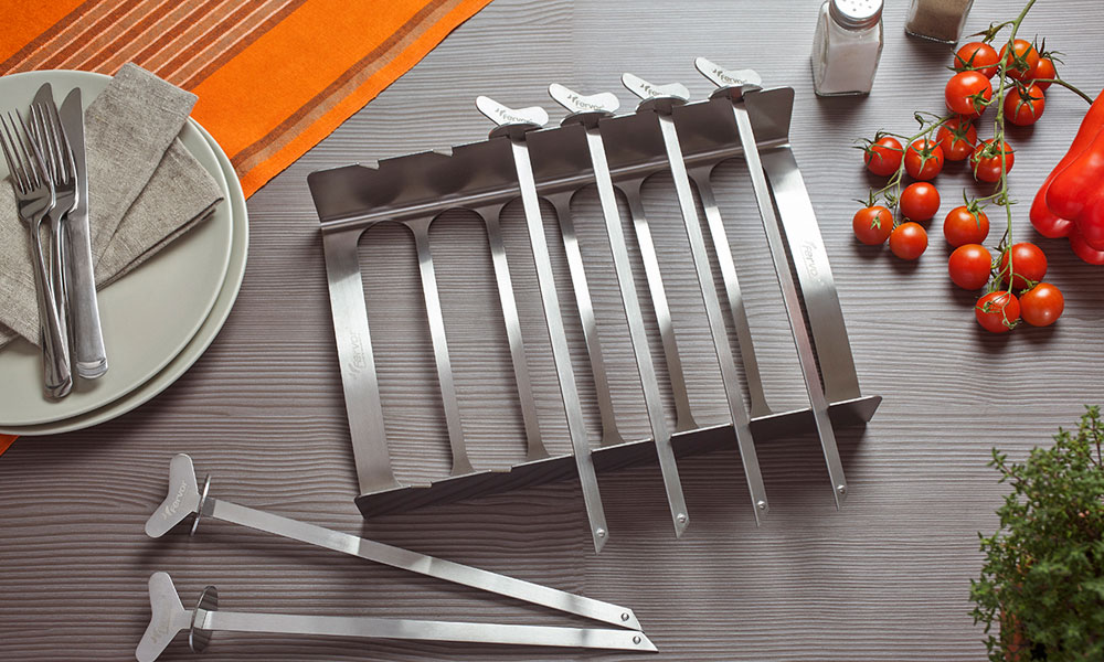 The Everyday Roasting Rack is ideal for brochettes or kebabs. Flip it over to use for whole roasts as well as a rack for ribs, chicken legs or fish.